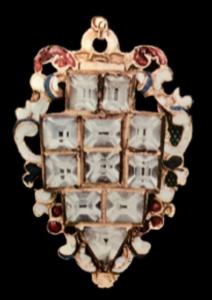 Colgante o peto en esmaltes de colores blanco , rojo y negro opaco, con cristales tallados